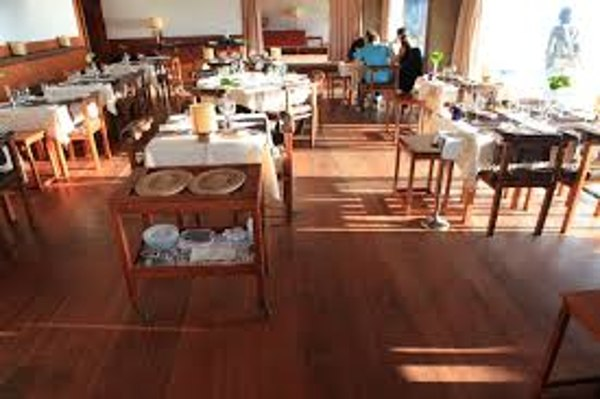 restaurant with laminate flooring